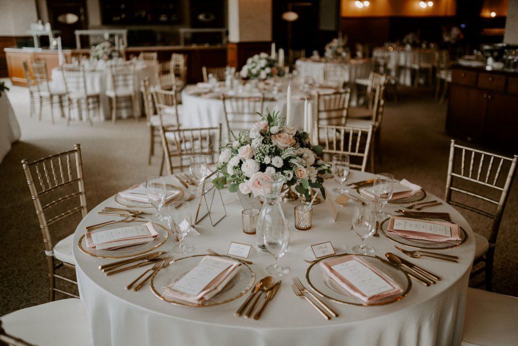 Svadobná výzdoba okrúhleho stola od svadobnej agentúry Eventia.