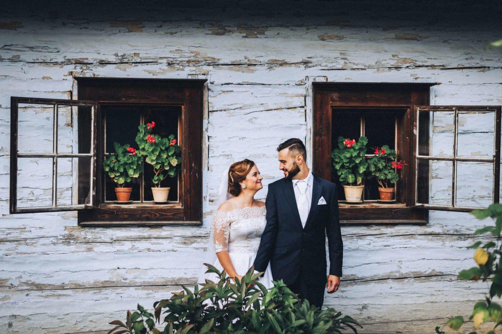 novomanželia na svadobnom fotení