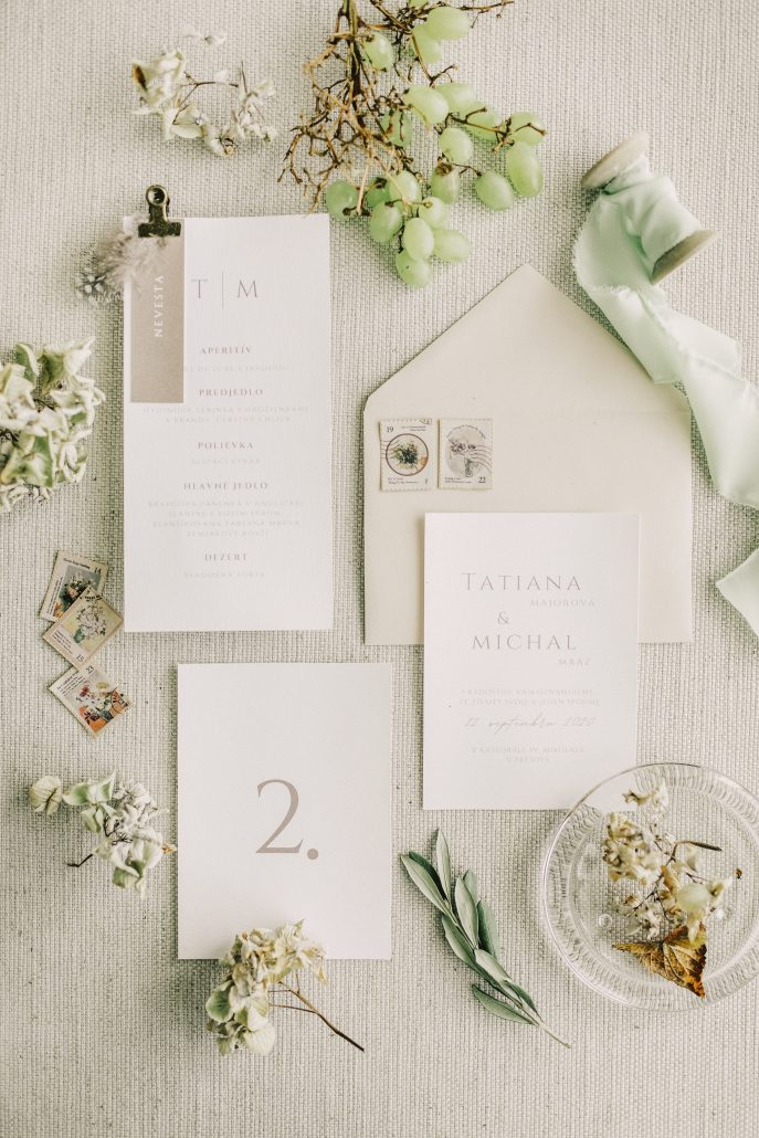 Minimalistické svadobné oznámenia.