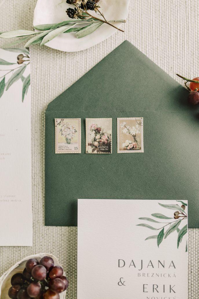 Krásna zelená obálka na svadobné tlačoviny od Elami dizajn.