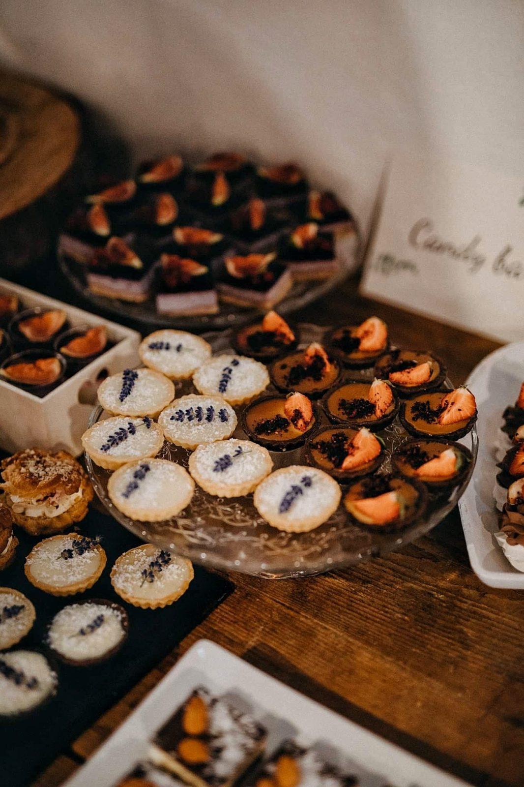 košíčky vo svadobnom candy bare