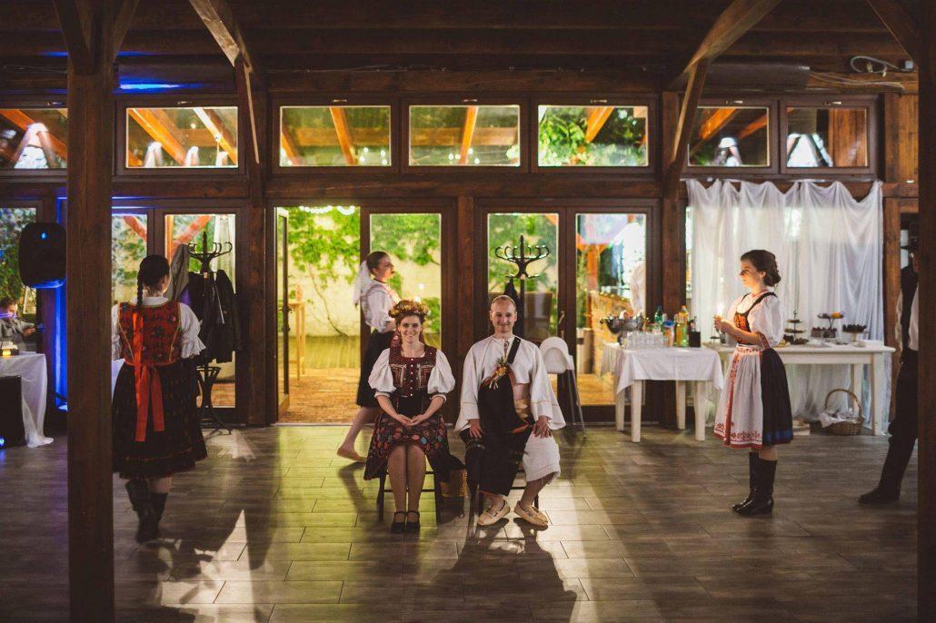 Čepčenie - folklórny súbor na svadbe.