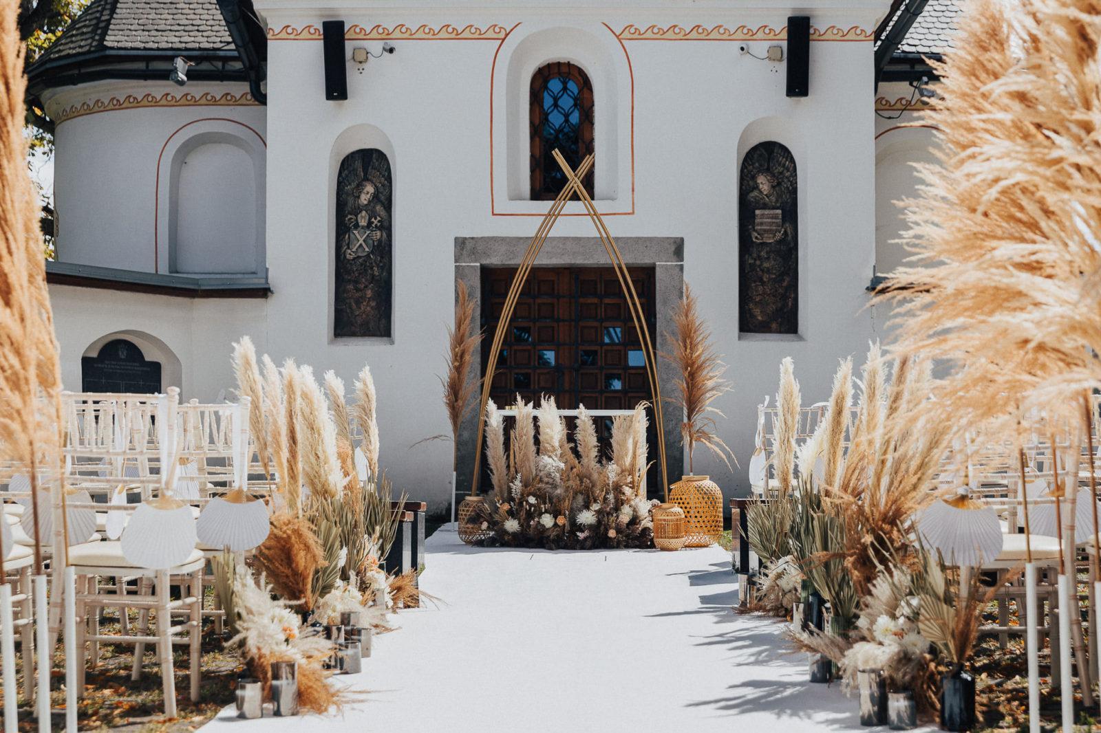 Svadobná výzdoba obradného miesta od Madelaine