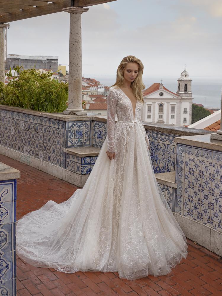 Nádherné čipkované svadobné šaty, ktoré hviezdili v roku 2020!