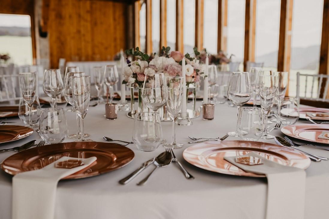 svadobná hostina a dekorácie