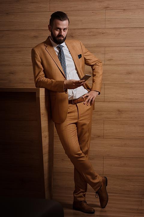 svadobné obleky - károvaný oblek v ťavej farbe Pavanna Fashion